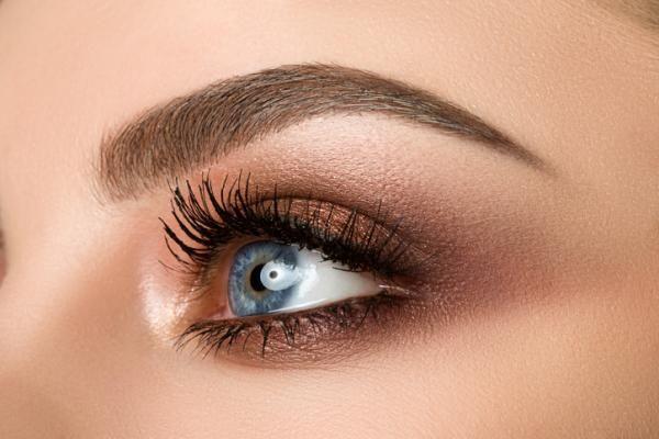 Cómo maquillar ojos ahumados marrones