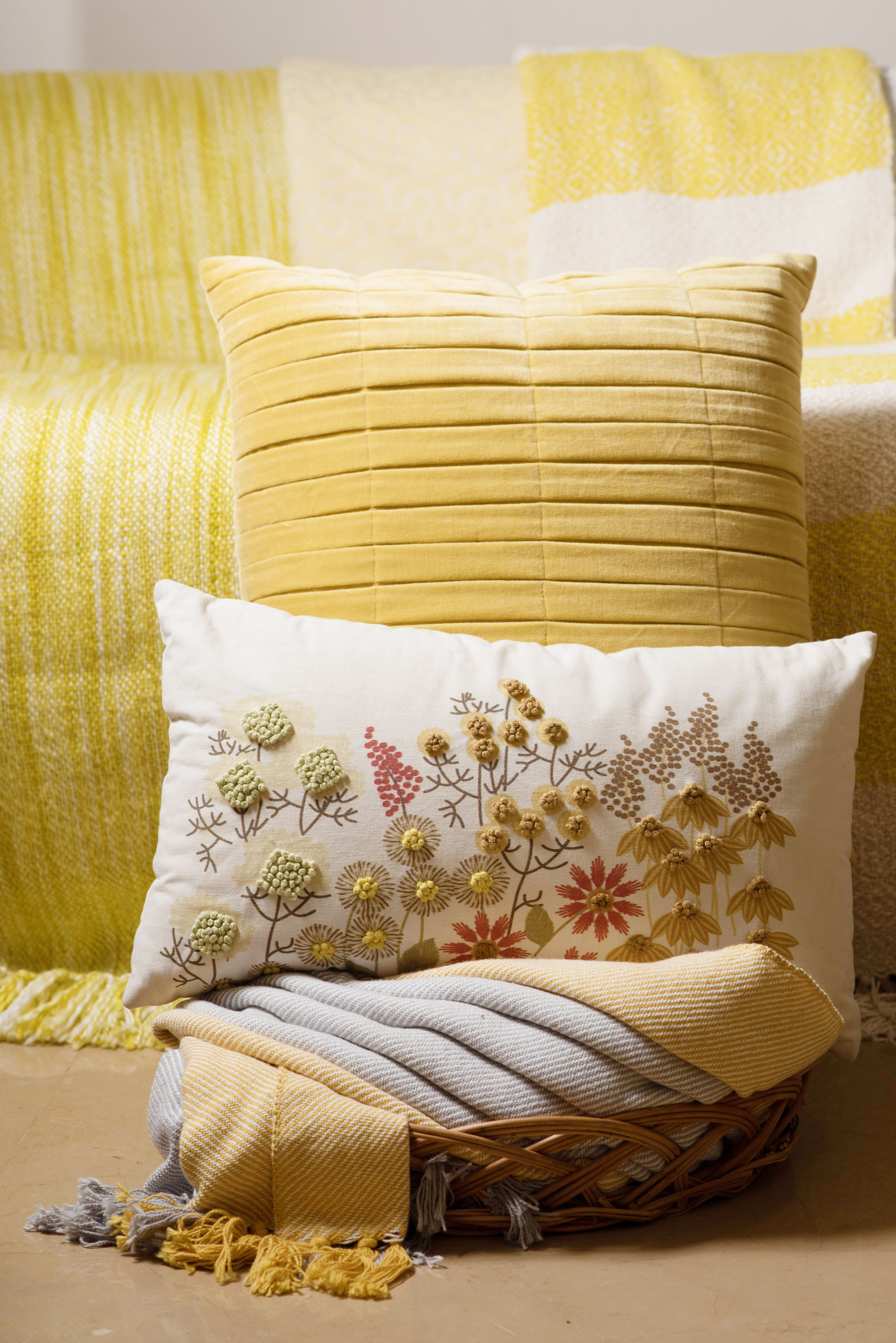 Light and airy assortment of cushions, perfect for this bright and sunny weather! #cushions #homedecor #homedecoration #homedecorinspo #designercushions