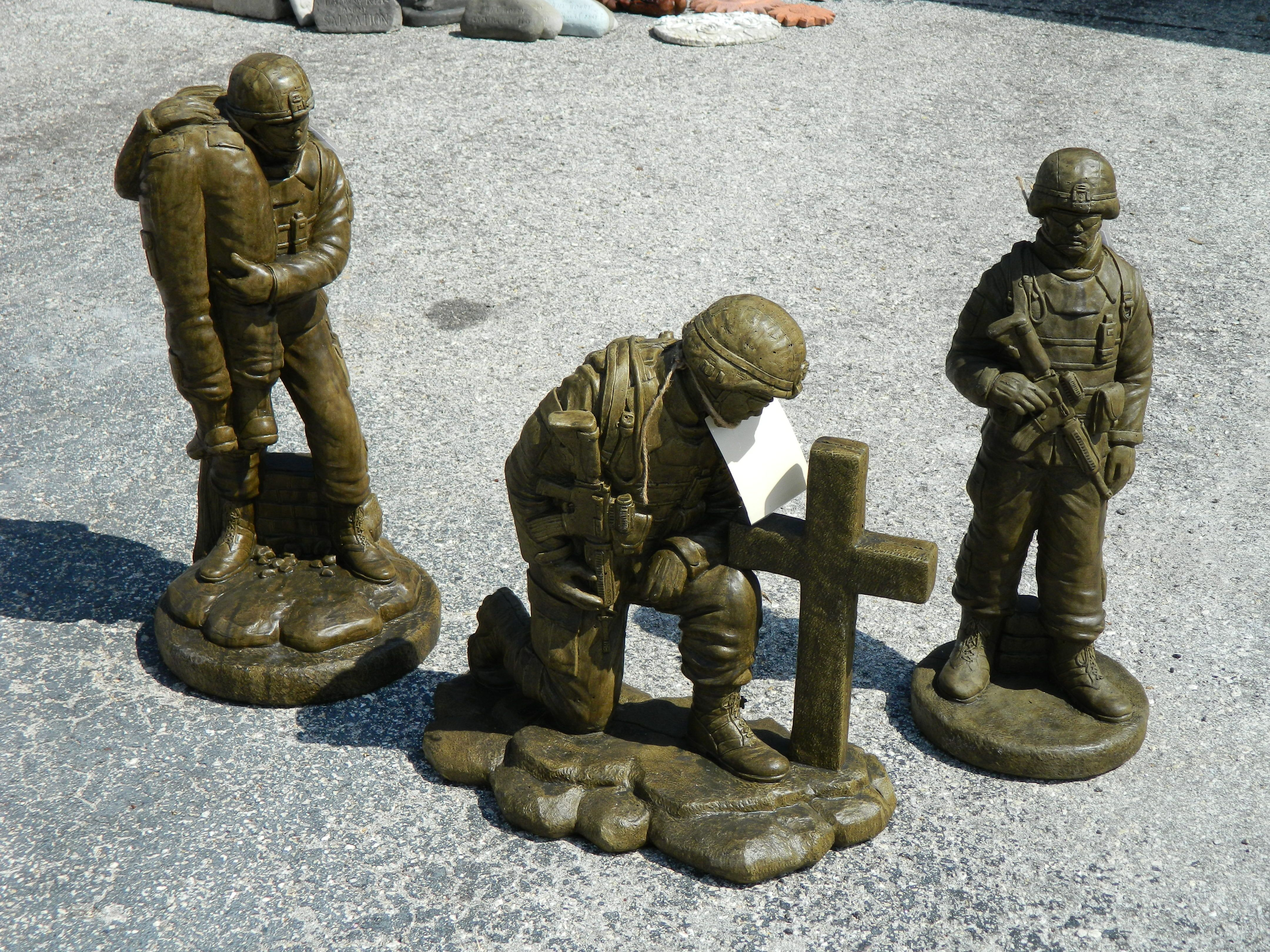 Awesome Statues Soldiers