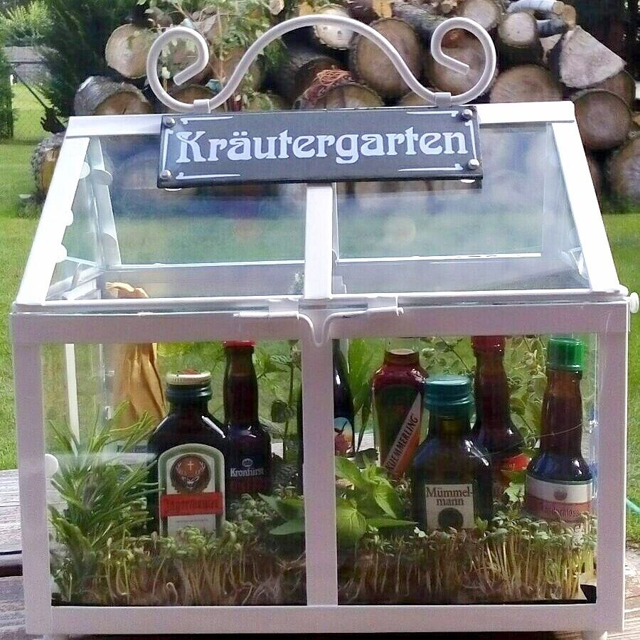 Photo of fun + easy diy 'herb garden' gift basket incl. alcoholic beverages (herb liqueur…