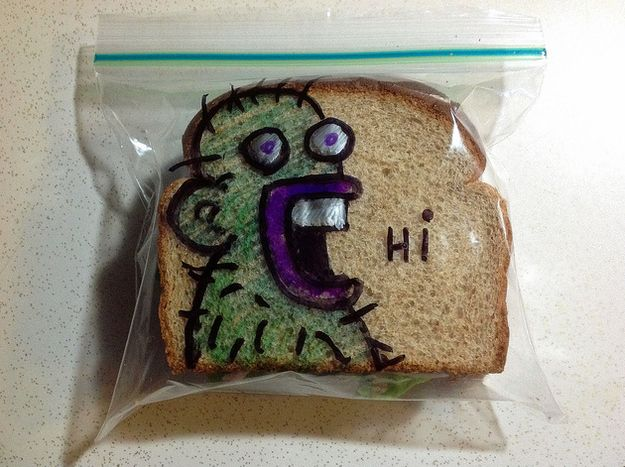 """Photo of Dad Draws On Kids' Sandwich Bags, Makes Your Mom's """"I Love You!"""" Notes Even Less Cool"""