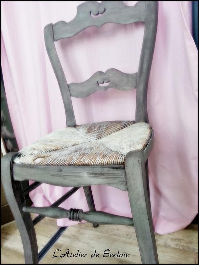 L 39 atelier de relooking meubles et peintures intuitives for Chaise style atelier
