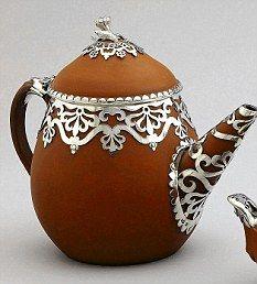 ✿ڿڰۣ(̆̃̃•Aussiegirl Wedgwood teapot with silver overlay, 1840
