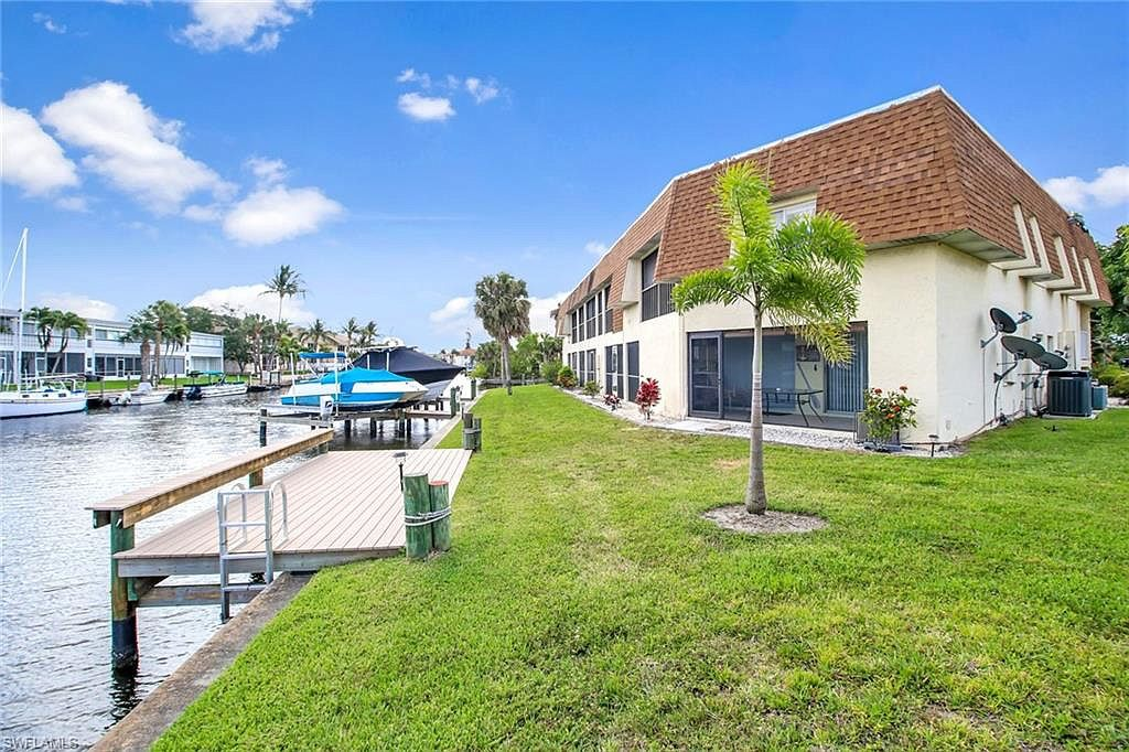 5111 Manor Ct Apt 6 Cape Coral Fl 33904 Mls 219032815 Zillow With Images Manor Cape Coral House Styles