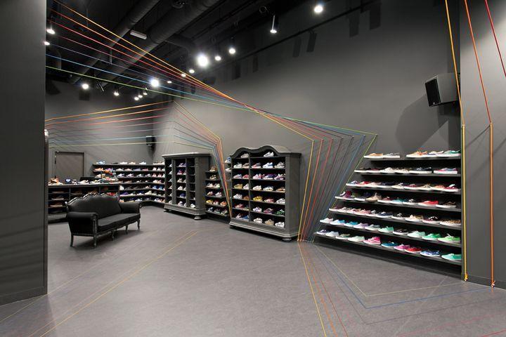 Kantoorinrichting Van Modelina : Run colors sneaker shop by modelina architekci shops