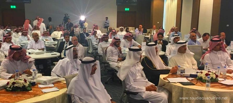 Saudi Aquaculture ألإستزراع السمكي في السعودية وكيل وزارة البيئة والمياه والزراعة للثروة السمكية Lab Coat Fashion Coat