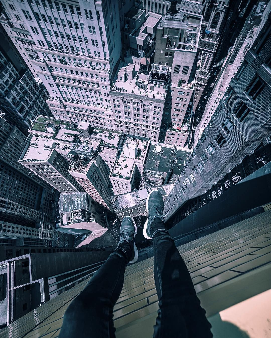 Terrifying Rooftop Photography From The Futurescapes Of Shanghai - Epic photos taken from the rooftops offer a new perspective of london