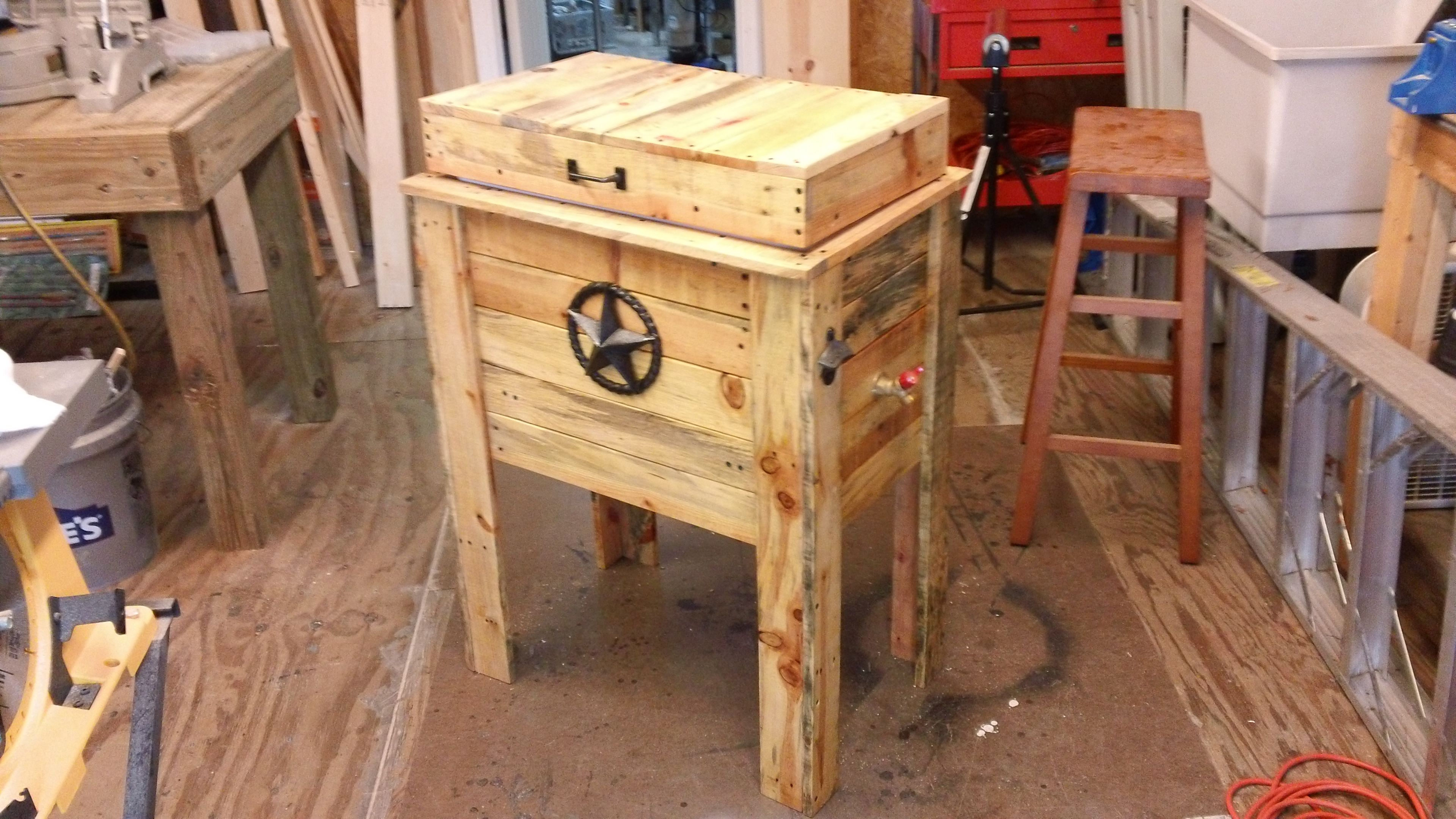 Cowboy cooler made from pallet wood It was so easy to make from a