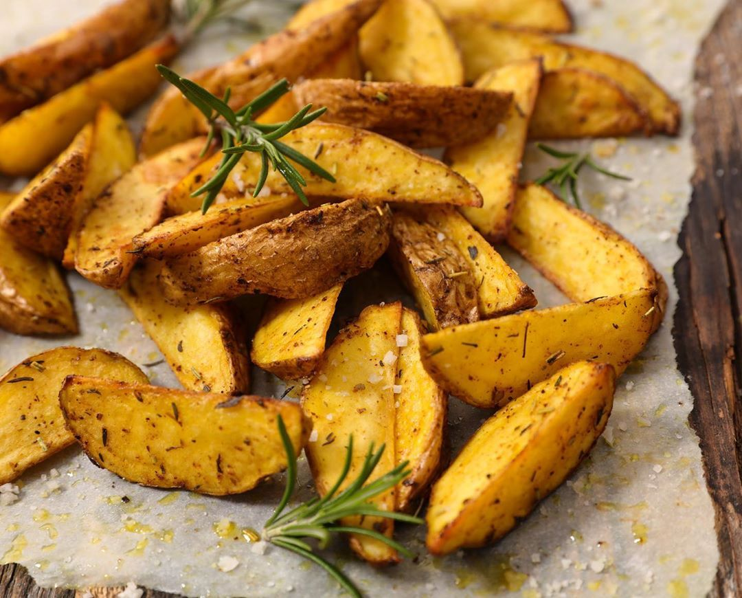 "zesty eats 😋 on Instagram ""Airfryer Potato Wedges are so"