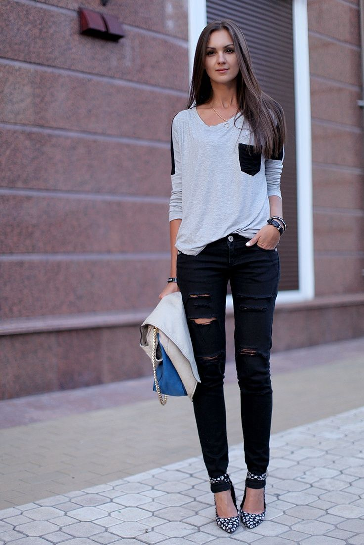 OUTFIT: black and white top, black ripped skinny jeans, heels