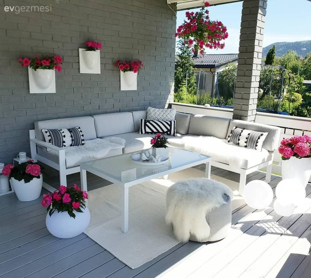 Photo of Ein Dekor, das Glück auf seiner Terrasse auf die gesamte Fläche verbreitet Hausausflug