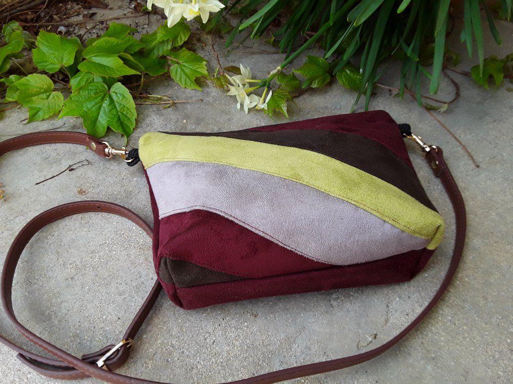 aa36173adf Petit sac bandoulière, sac à main, sac porté épaule, suédine bordeau, marron