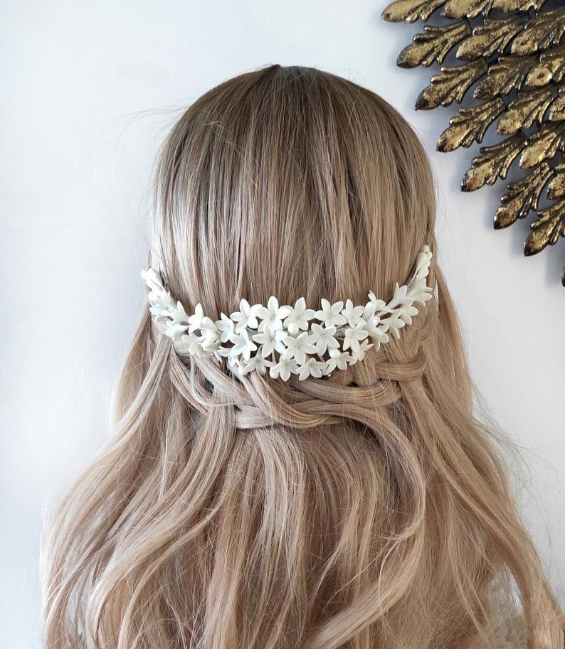 Tocado de novia en porcelana fría, Tiara de novia blanca, Corona floral en blanco, Tocado de novia romántica, Tiara de alta costura