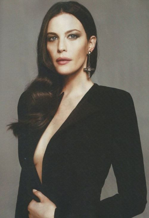 Liv Tyler Pure Elegance Love The Earings Clothes I Am Liking Today