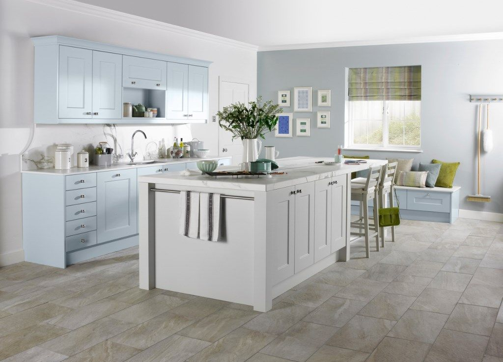 Burbidge 39 S Stowe Kitchen In Matt Cornflower Blue And Matt Porcelain Island Breakfast Bar
