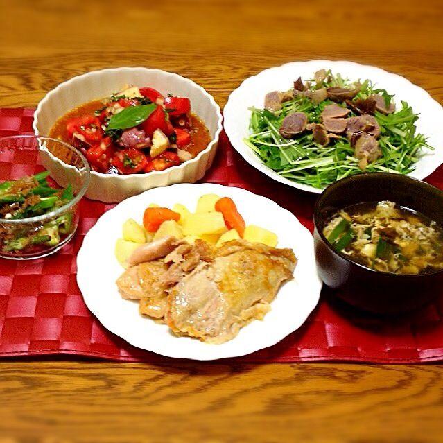 コンフィを作ってみました。 - 141件のもぐもぐ - タコのマリネ・砂肝コンフィのサラダ・ニラ玉スープ・鶏モモ肉のコンフィ・オクラのおかか和え by madammay