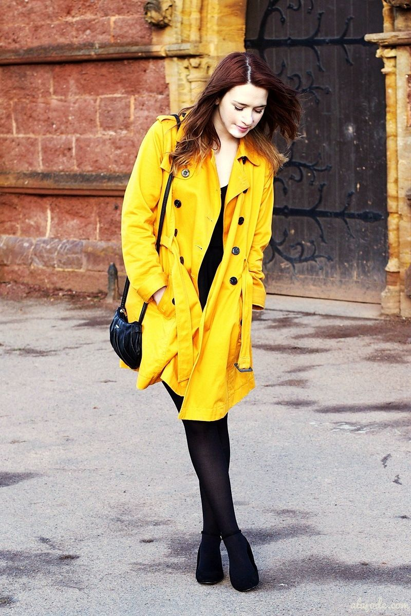 Yellow coat - new OOTD with video on alajode.com