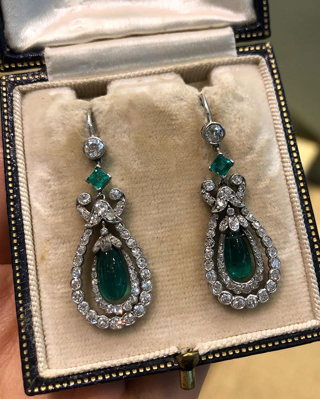 """Photo of Simon Teakle on Instagram: """"A pair of Belle Époque emerald and diamond earrings English circa 1905. A quintessential garland era design with gemmy emerald bead drops,…"""""""