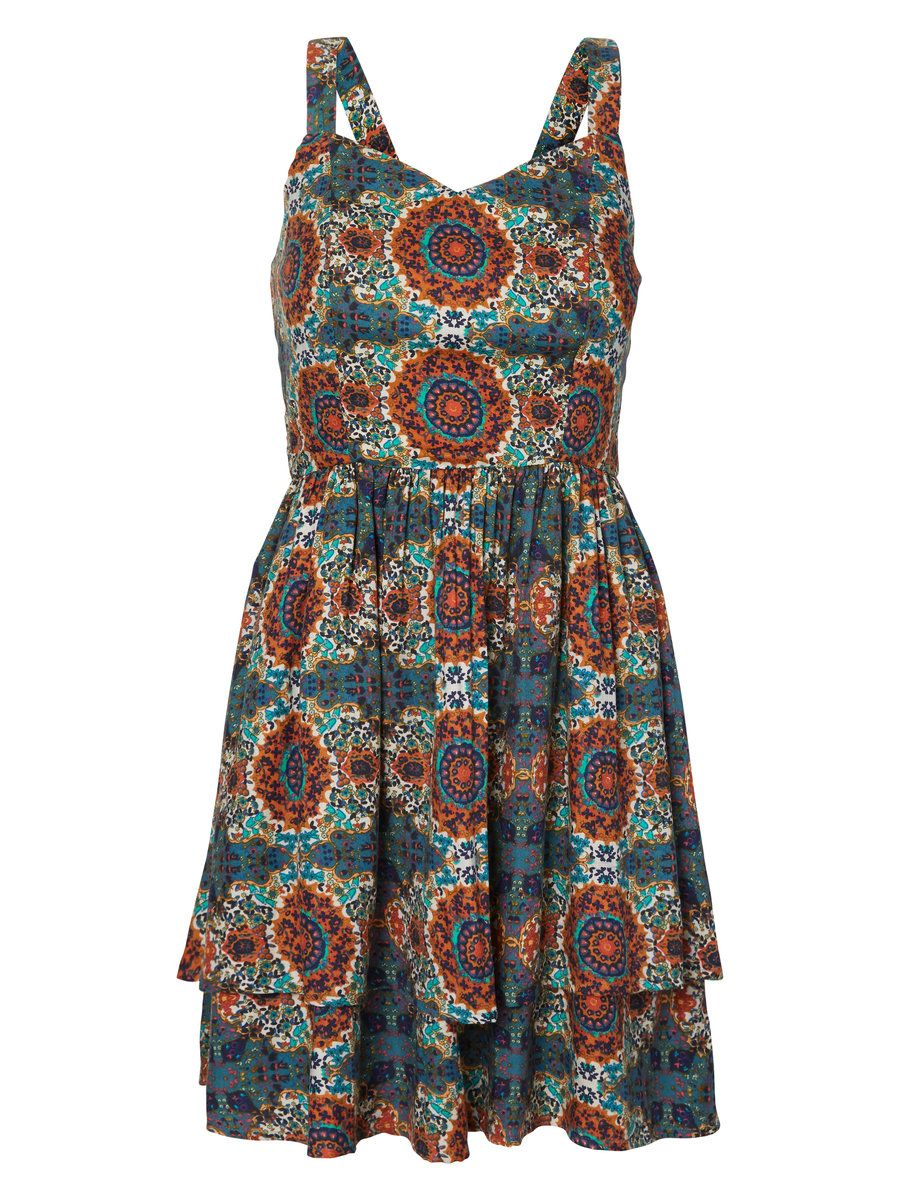 VERO MODA printed dress. Style it with a pair of sandals and loose casual hair.