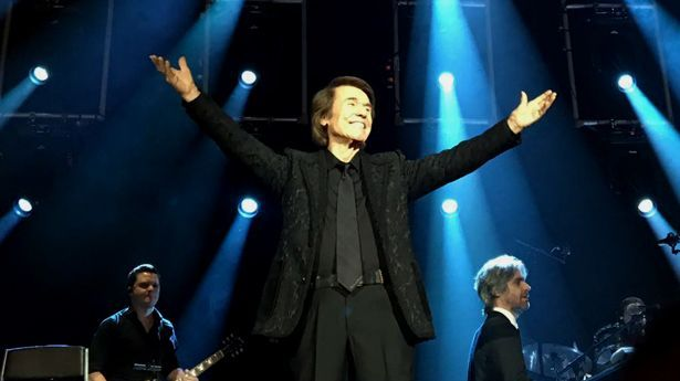 """Con un lleno total de El Foro Tijuana, se llevó cabo el concierto de Raphael con su gira """"En su Gran Noche""""."""