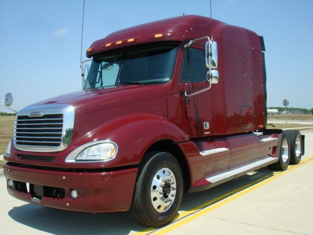Freightliner Sleeper Truck Http Www Nexttruckonline Com Trucks For Sale Conventional Sleeper Trucks Freig Freightliner Trucks For Sale Freightliner Trucks