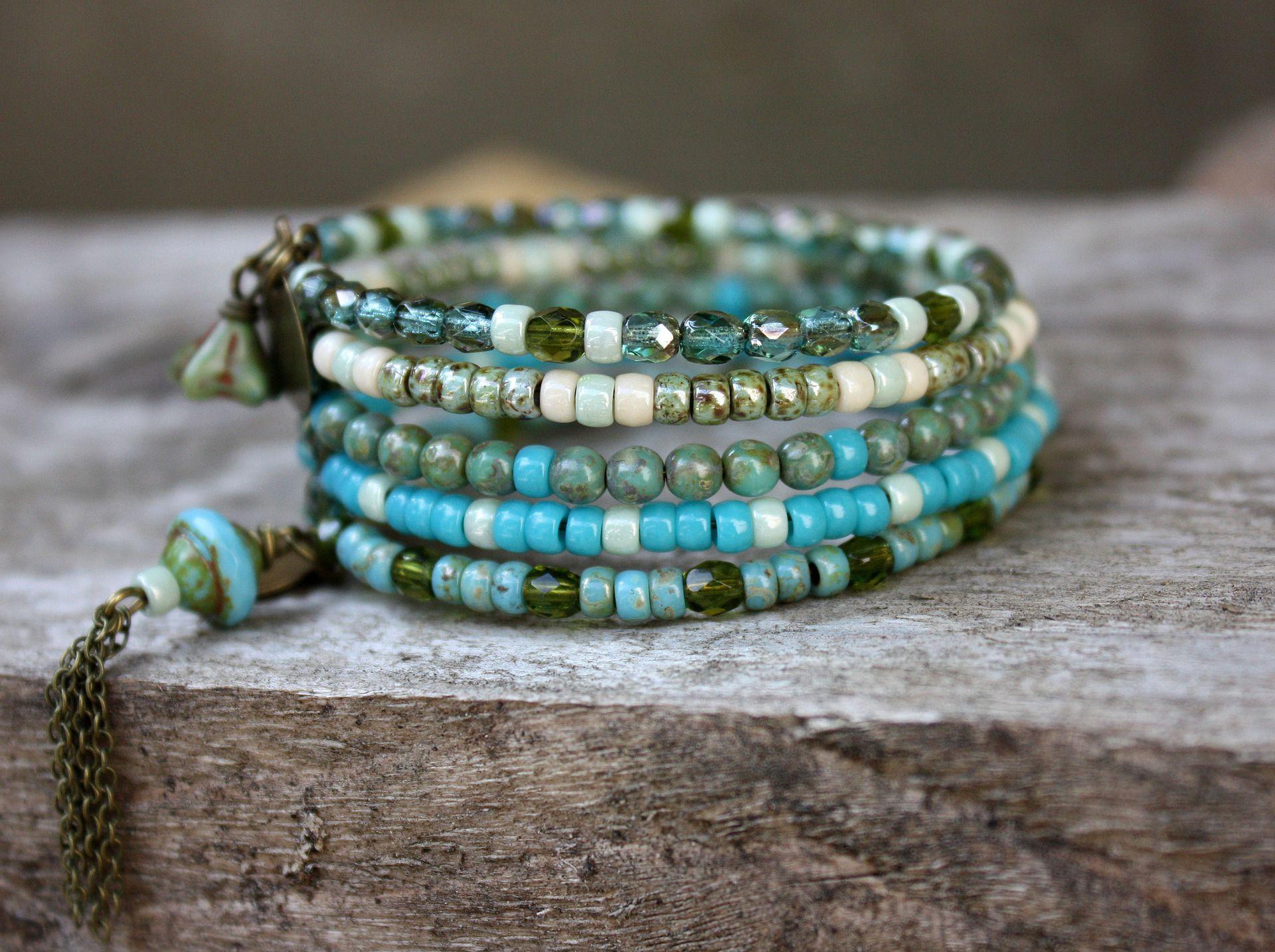 Bracelet manchette bohème en perles de verre turquoise vert (Réf Bm11) : Bracelet par les-3-oranges