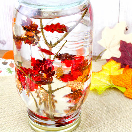 This falling leaves snow globe is so pretty!! An easy fall kids craft or sensory jar