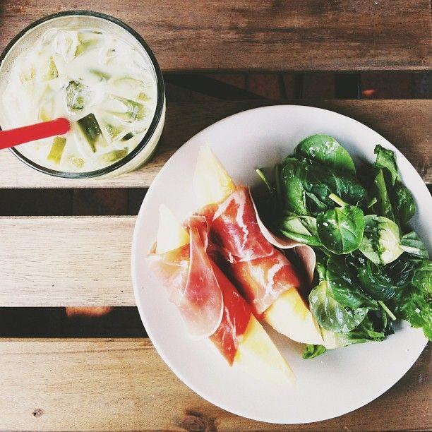 simple - melon/prosciutto and salad