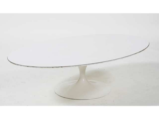 Saarinen Ed Knoll International Circa 1960 Table Basse A Plateau Ovale En Bois Stratifie Blanc Reposant Sur Un Pied Tulipe Bois Stratifie Table Basse Knoll