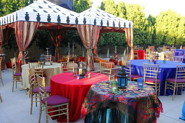 Moroccan and Arabian night themed party decorations: table setting ...