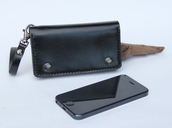 The black wallet case made from genuine leather that perfect for protect iPhone5/5s. I created by minimalist concept, no machine. Its elegant handmade style that suitable for everyone & everywhere.    One pocket with mini zipper for hold cash and cards. I add a wristlet strap on wallet for easy carrying , you can take it out as you want. The front of product has two snap buttons keep wallet close. Measurement :  width 13.3 cm (5.25 inches)  height 7.5 cm (3 inches)  thickness 2.2 cm…