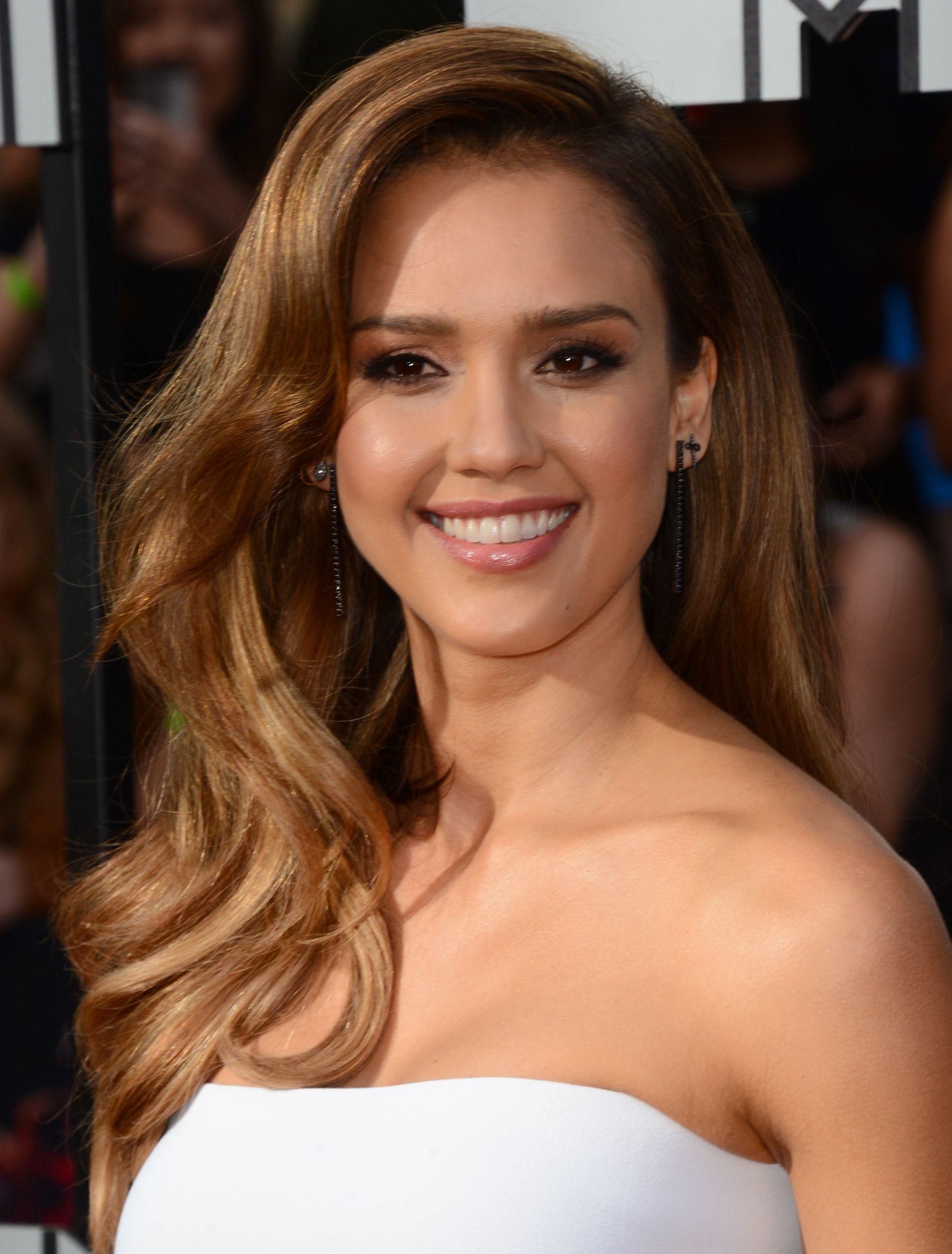 Jessica Alba 2014 Mtv Movie Awards Elegant Hair And Makeup