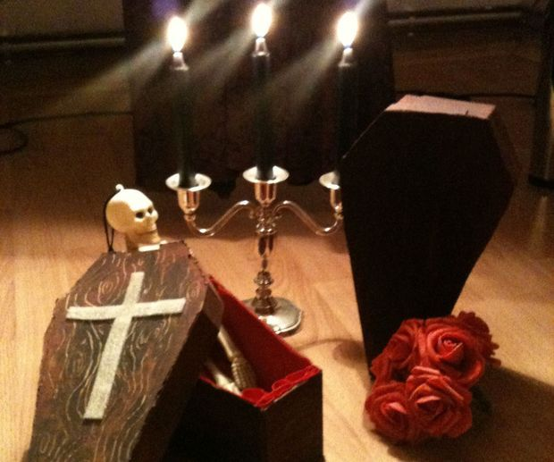 Easy Halloween coffin