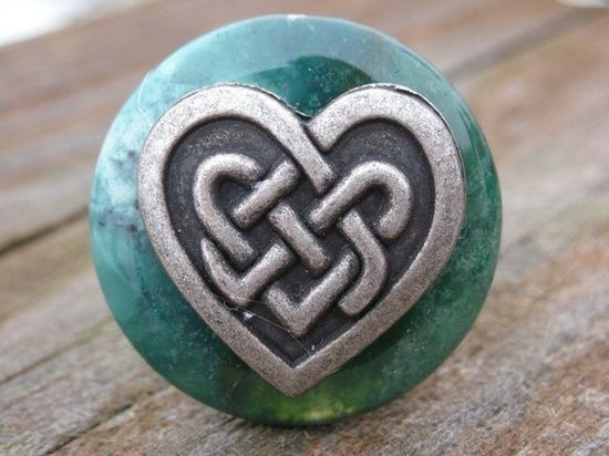 Love this!  Celtic knot   heart... as a tattoo??