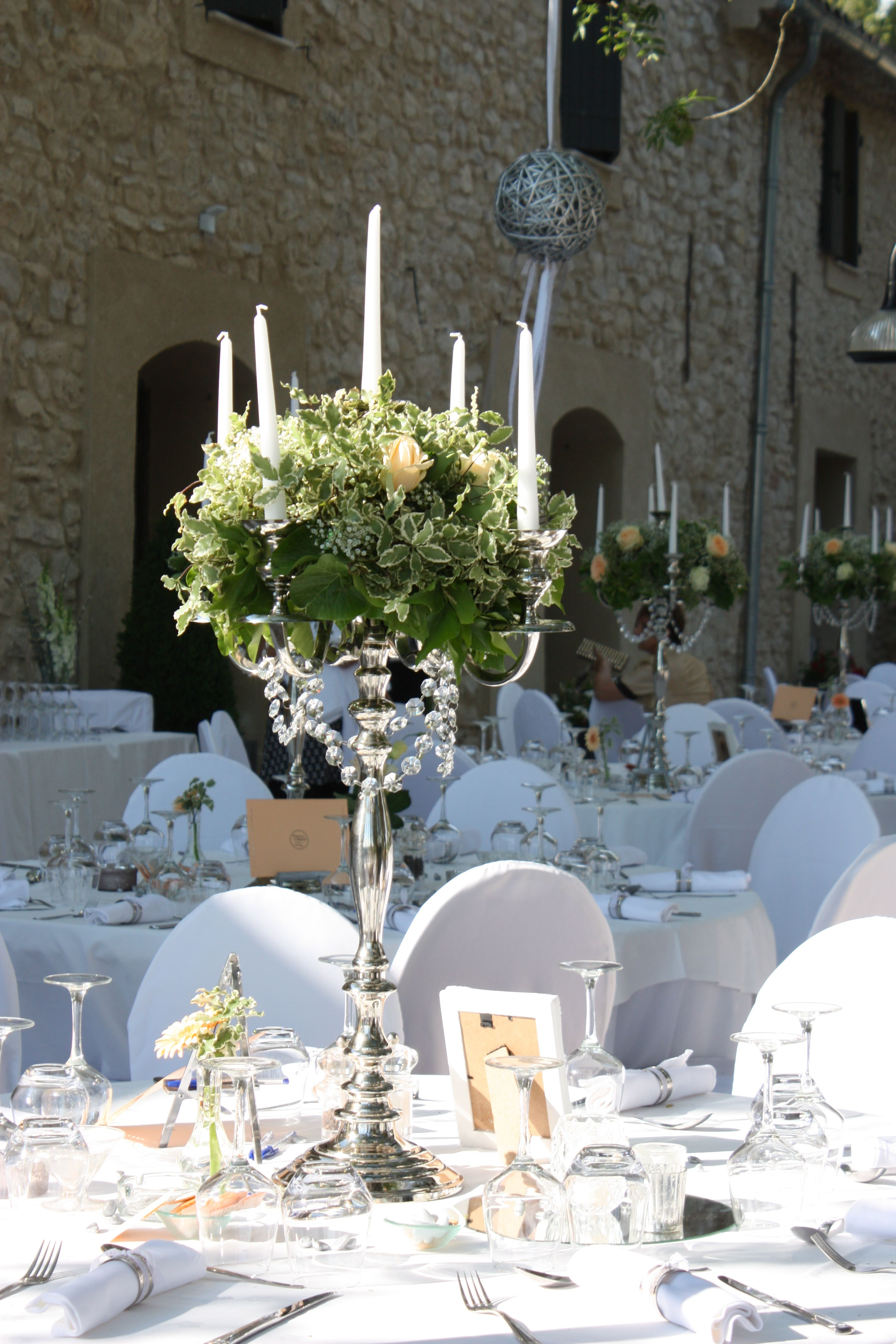 One day event chandelier fleuri vintage blanc et p che d coration de table pinterest - Nom de table mariage champetre ...