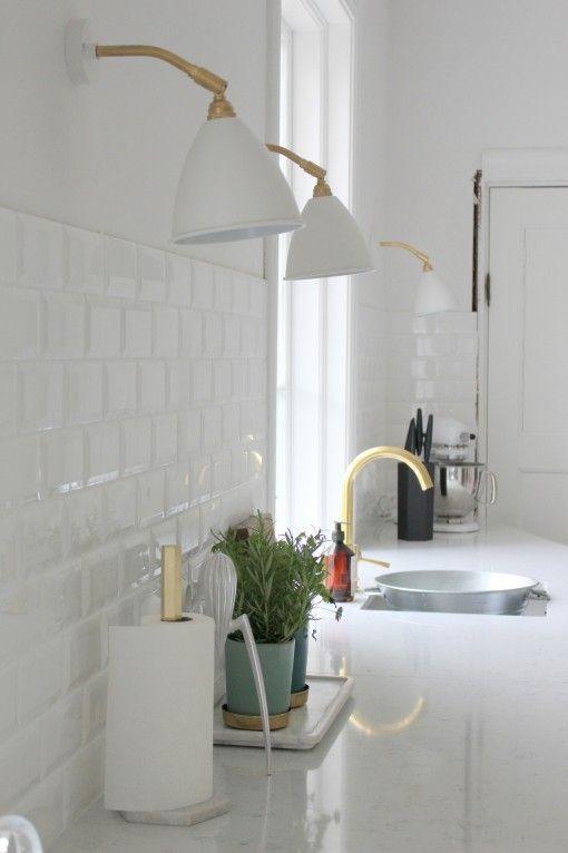 Fint med vitt mässing Kök Pinterest Kök, Inredning och Kakel