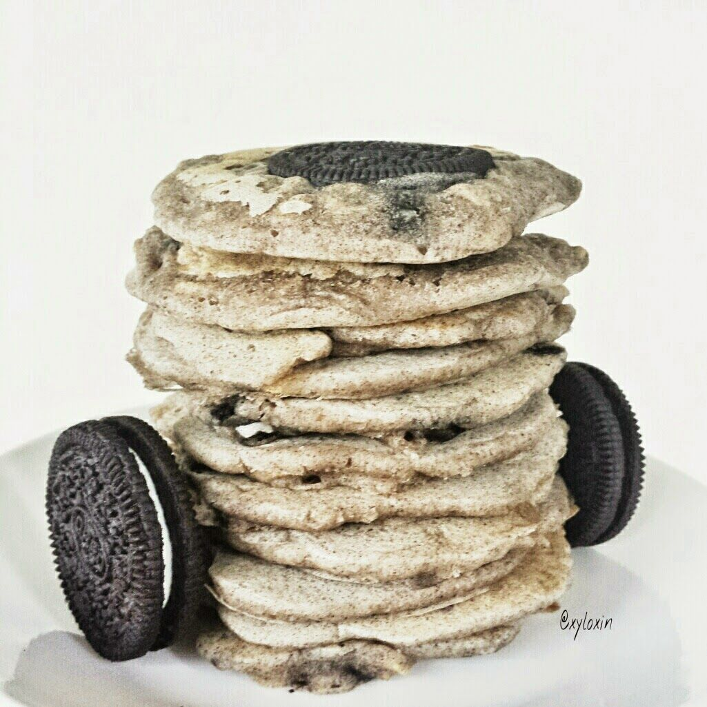 Healthy Eggless Cookies and Cream Pancakes Who isn't Oreo Fan? If you aren't, you have missed out a whole lot! Pop over to my blog for the recipe! :D