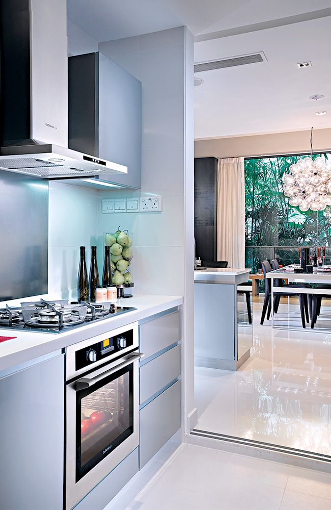 The inconspicuous forms of the De Dietrich kitchen appliances — oven ...