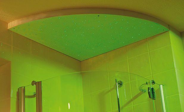 licht im bad kann f r eine romantische stimmung sorgen wie dieser tolle led lichthimmel aus. Black Bedroom Furniture Sets. Home Design Ideas