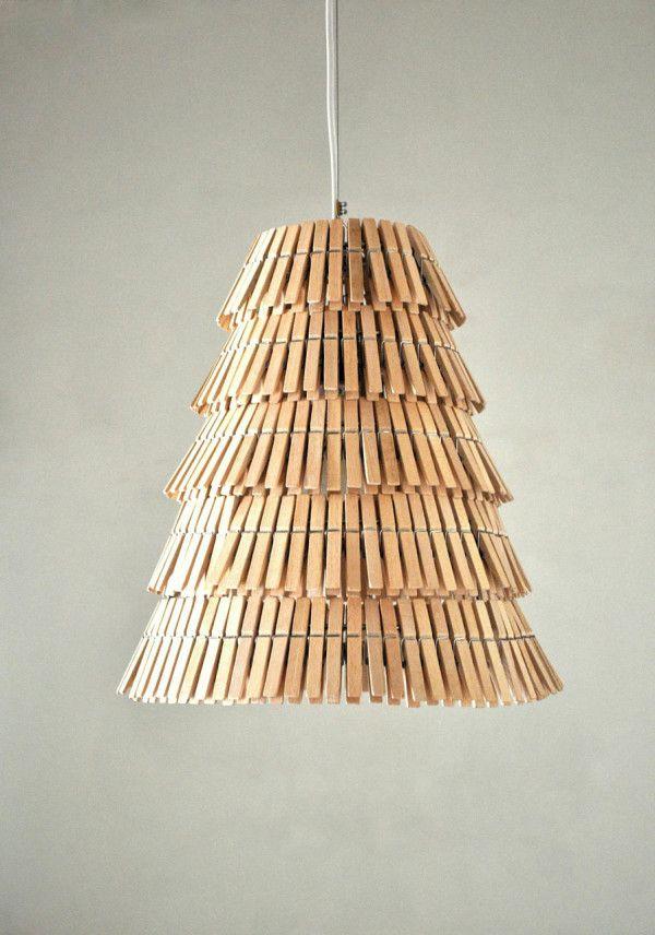 L mpara cl sica de techo hecha con pinzas de madera de for Madera para colgar ganchos