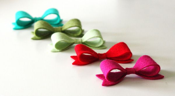Create adorable felt bows with the Hero Arts Ribbon Cutting Set by Lia. Project by Kelly Rasmussen.
