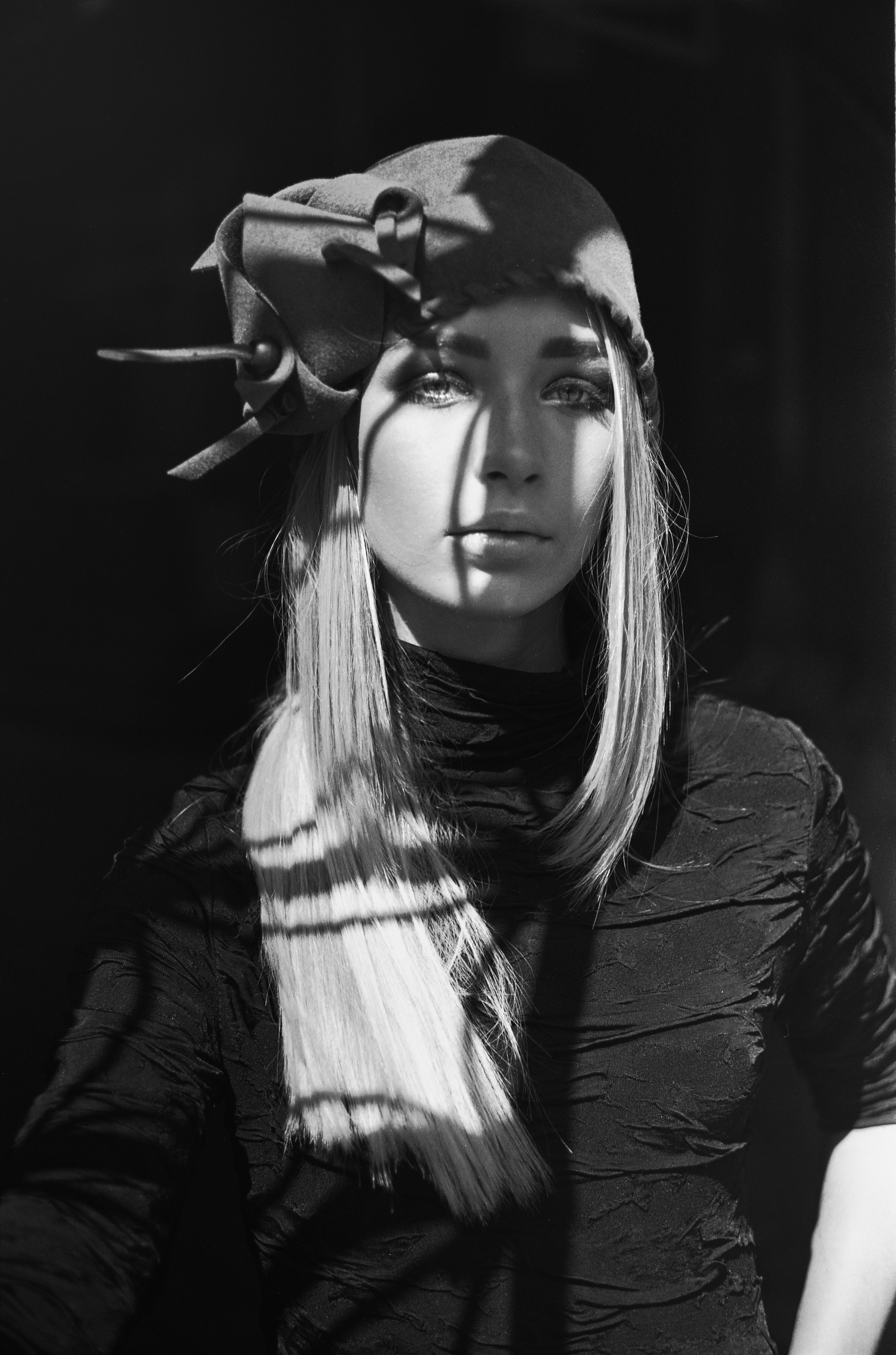 Leica m3 black and white portrait film fashion photography bw film 35mm film kodak t max 400 ukraine girl