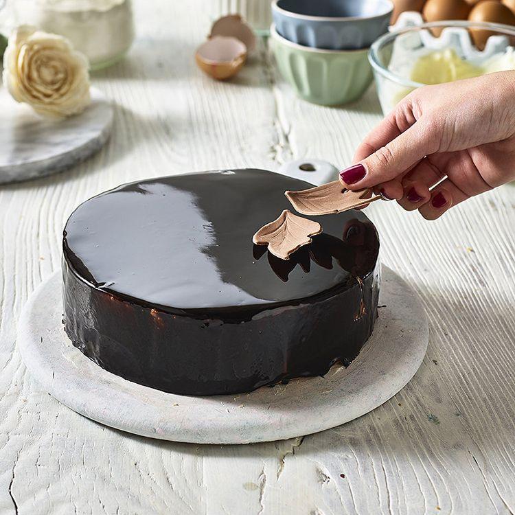 Mirror Glaze Torte Rezept Fur Spiegelkuchen Mit Uberzug Aus Glanzender Glasur Torten Rezepte Einfach Mit Fondant Spiegel Kuchen Cupcake Kuchen