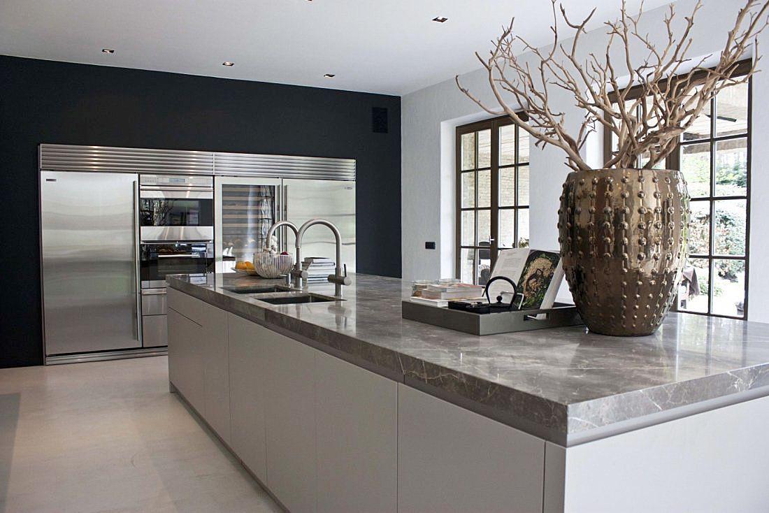 Moderne keuken in landelijk huis van de appelboom meer keukens