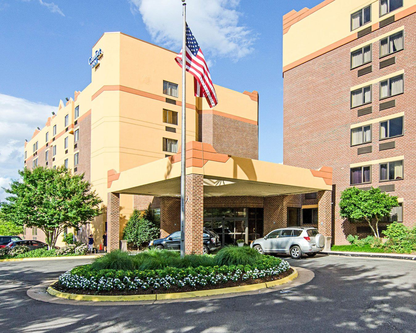 Comfort Inn University Center In Fairfax Va Hotel Entrance Fairfax Hotel