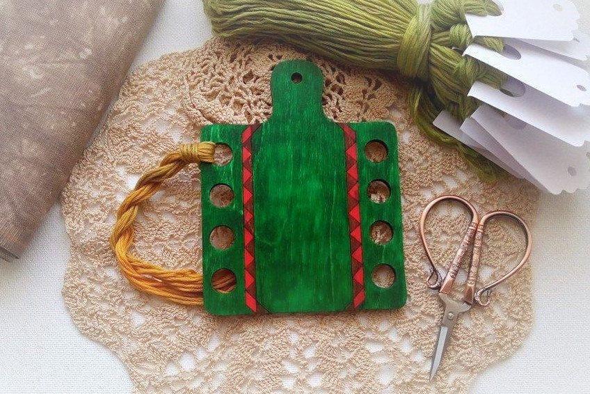 Hand painted wooden thread keeper dark green PRIMITIVE STYLE thread holder by xJudesign on Etsy