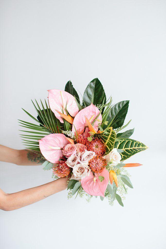 Irgendwo im Tropenarrangement  flower bouquet #flowerbouquetwedding