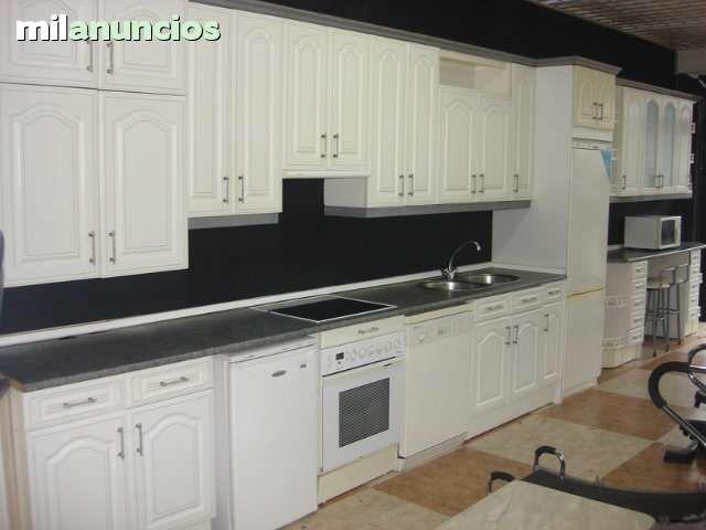 Mueble de cocina en color blanco en linea recta for Muebles para electrodomesticos