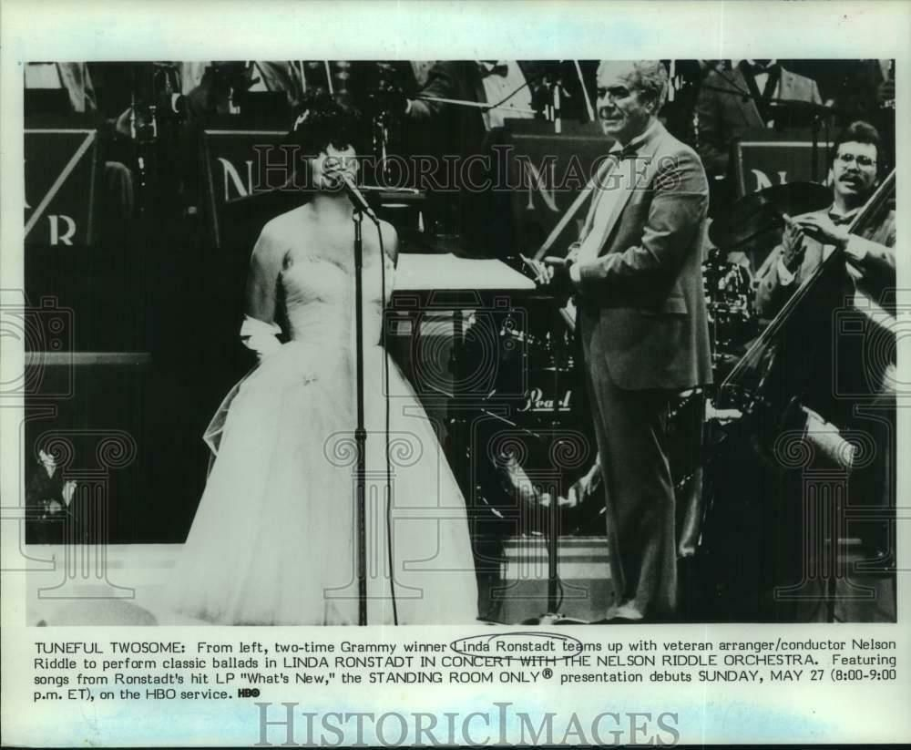 eBay Sponsored 1984 Press Photo Linda Ronstadt with