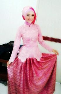 Model Kebaya Wisuda Anggun Model Baju Muslim Pinterest Kebaya